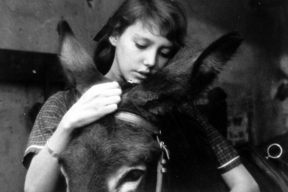 au-hasard-balthazar-1966-025-girl-donkey