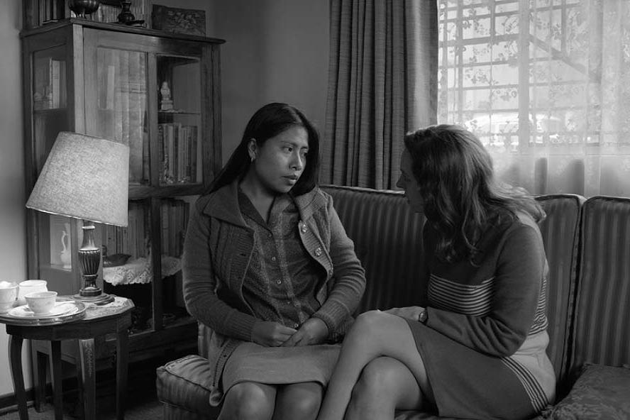 Roma (2018): Otomobillerin Arasında Kalan İki Kadının Hikâyesi